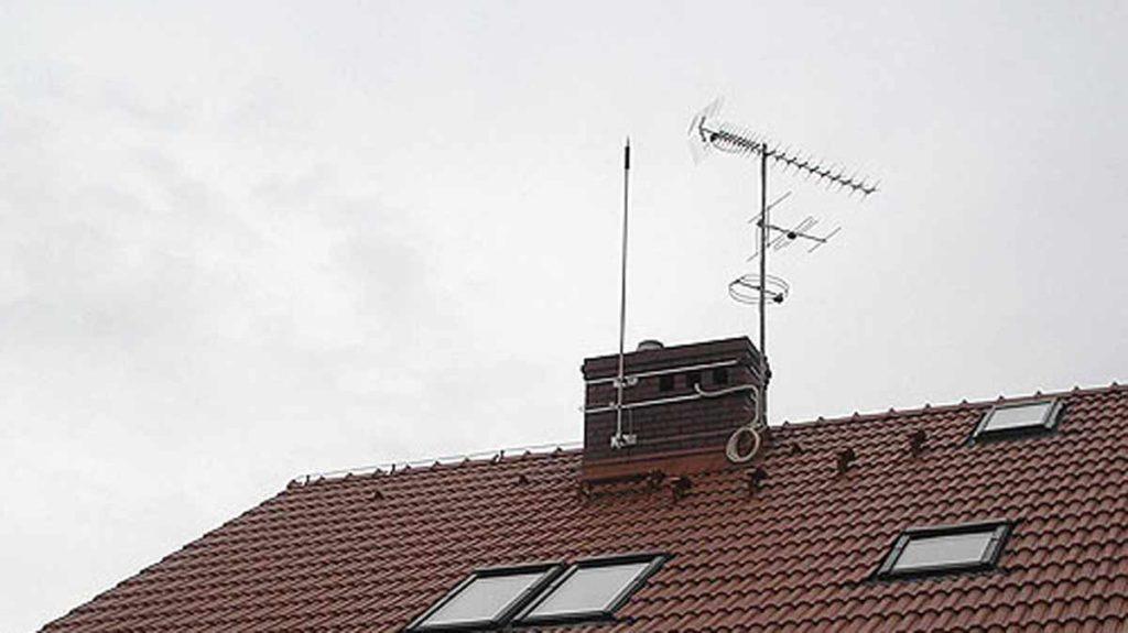 Грозозащита на крыше дома для антенн